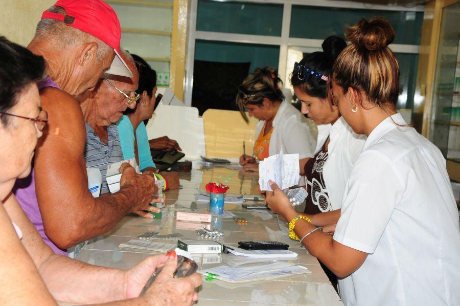 Varias razones han afectado la cobertura de medicinas en la red de farmacias. (fFoto: Vicente Brito / Escambray)