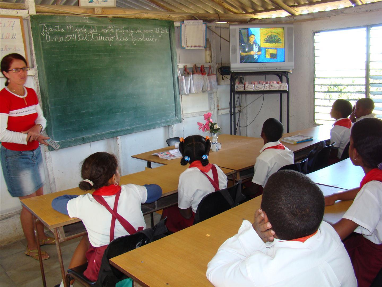 """""""Todos los educadores cubanos están comprometidos con la patria y dispuestos a defender la impronta de Fidel"""" aseguraba Fidel."""