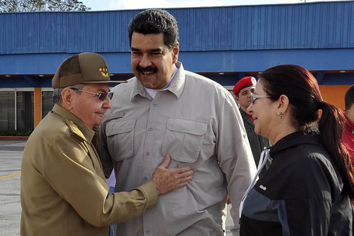 Raúl despidió este jueves, en el aeropuerto internacional José Martí a Nicolás Maduro. (Foto: Estudios Revolución)