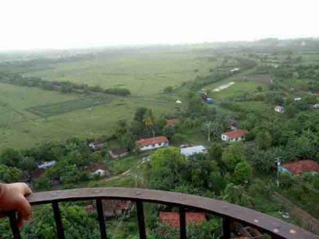 El Valle de los Ingenios fue el emplazamiento de decenas de centrales azucareros en las cercanías de Trinidad.