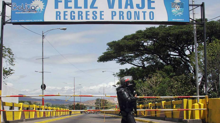 Maduro reveló que durante el diálogo con Santos acordaron reforzar la seguridad fronteriza y reabrir el paso.
