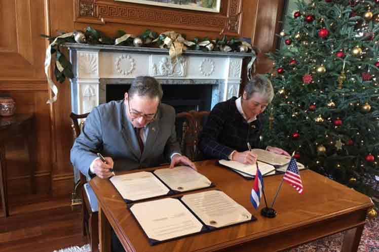 El acuerdo busca efectuar investigaciones científicas conjuntas, gestionar los recursos naturales de forma compartida y cooperar en materia de educación ambiental.