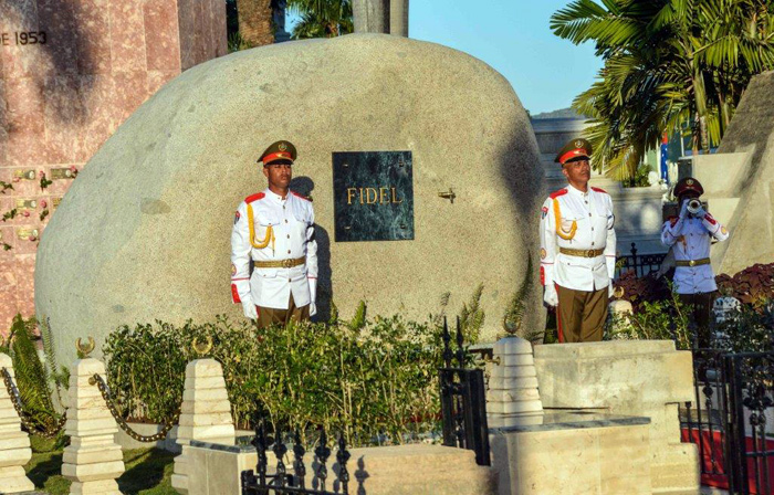 cuba, fidel castro, cementerio santa ifigenia, santiago de cuba, raul castro, comandante en jefe