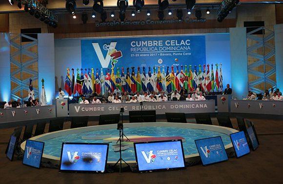 La V Cumbre de la Celac abordó diversos temas, entre ellos migración, desarrollo y el problema mundial de las drogas. (Fotos: @MIREXRD/ Twitter)