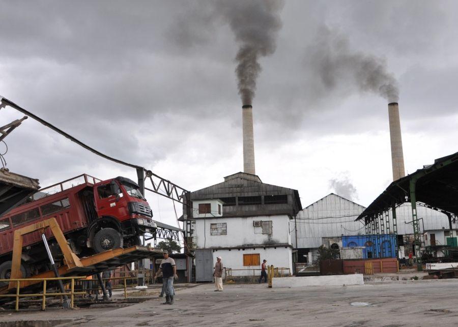 El movimiento obrero  prioriza las producciones exportables y las que sustituyen importaciones. (Foto: Vicente Brito / Escambray)