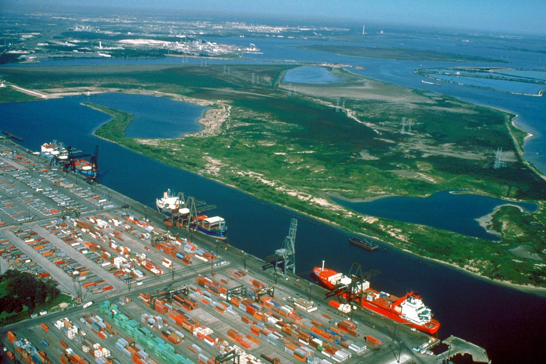 La delegación cubana realizó un recorrido por las instalaciones del Puerto de Houston.
