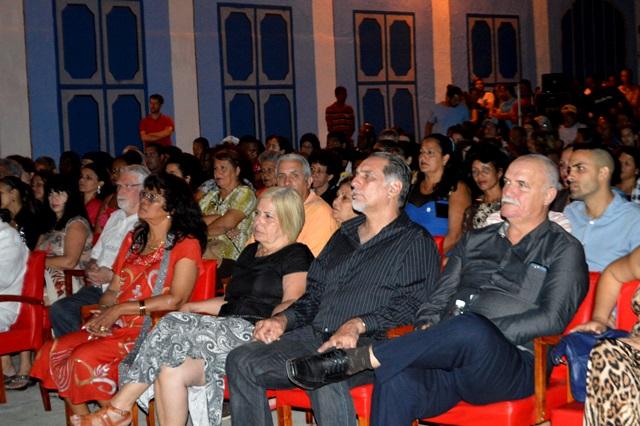 René González (al centro) y Orlando Cardoso Villavicencio, héroes de la República de Cuba, prestigiaron la celebración. (Foto: Carlos Luis Sotolongo Puig/ Escambray)
