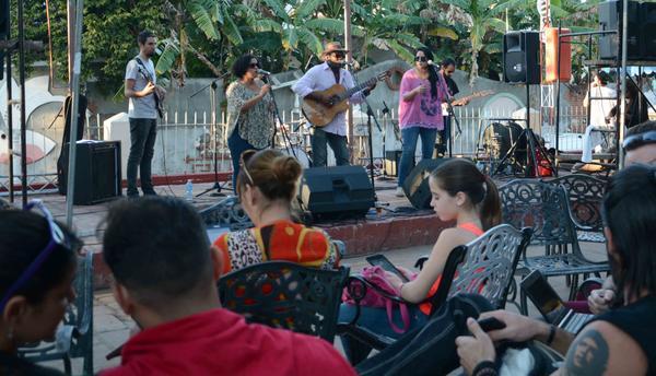 """El dúo Cofradía y sus invitados, amenizan la jornada de apertura de la Feria Tecnológica """"La Guayabera 5.0""""."""