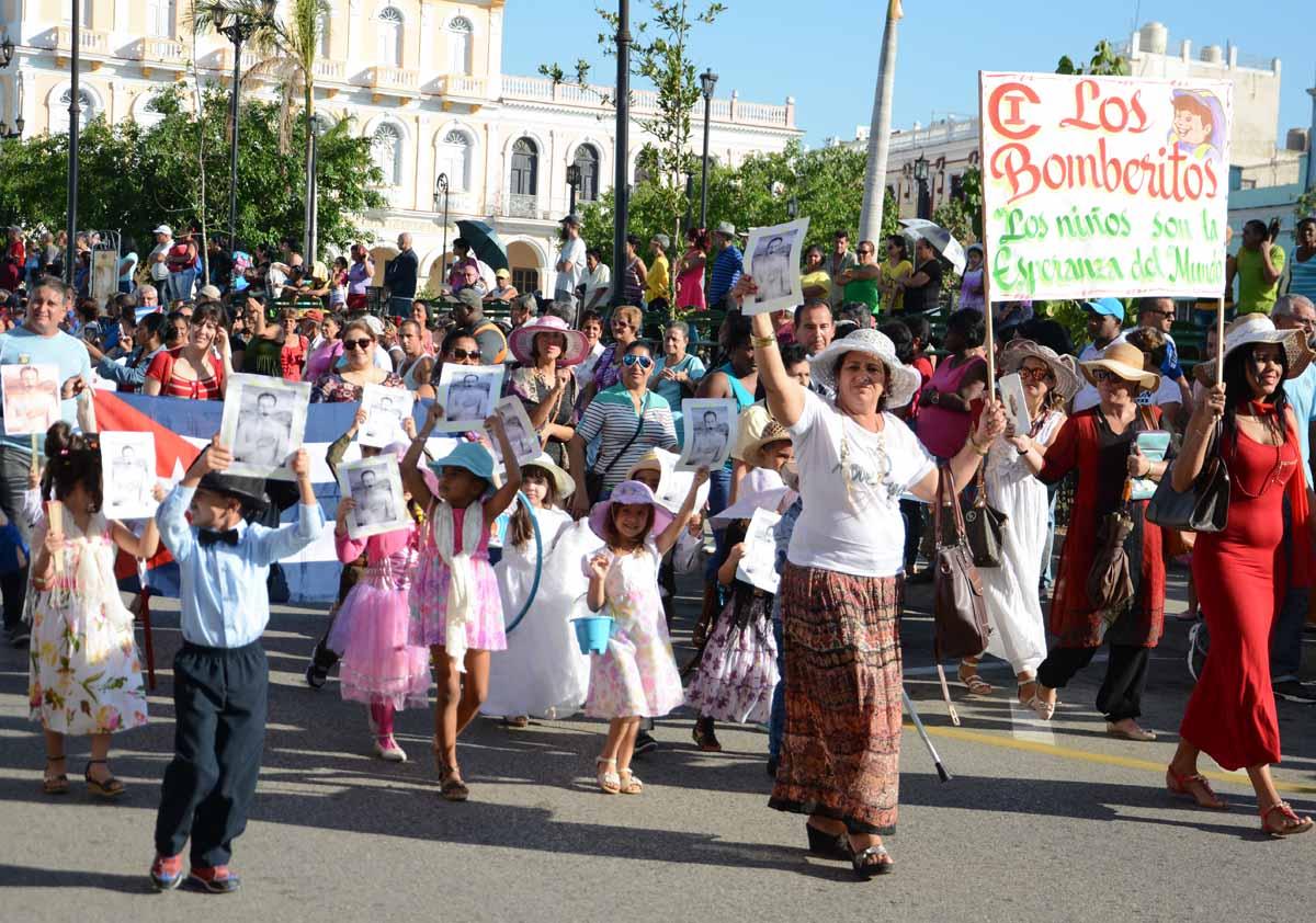 Momento del desfile martiano en Sancti Spíritus. (Foto: Oscar Alfonso)