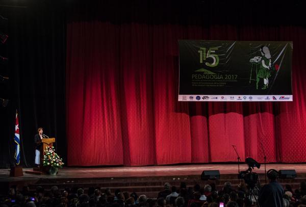 Ena Elsa Velázquez, ministra de Educación, destacó la impronta de Fidel, sus ideas y acciones a favor de una enseñanza gratuita y de calidad. (Foto: ACN)