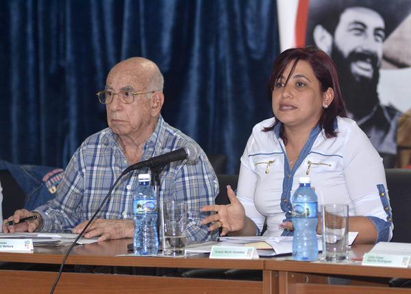Machado Ventura y Susely Morfa encabezaron el seminario juvenil. (Foto: ACN)