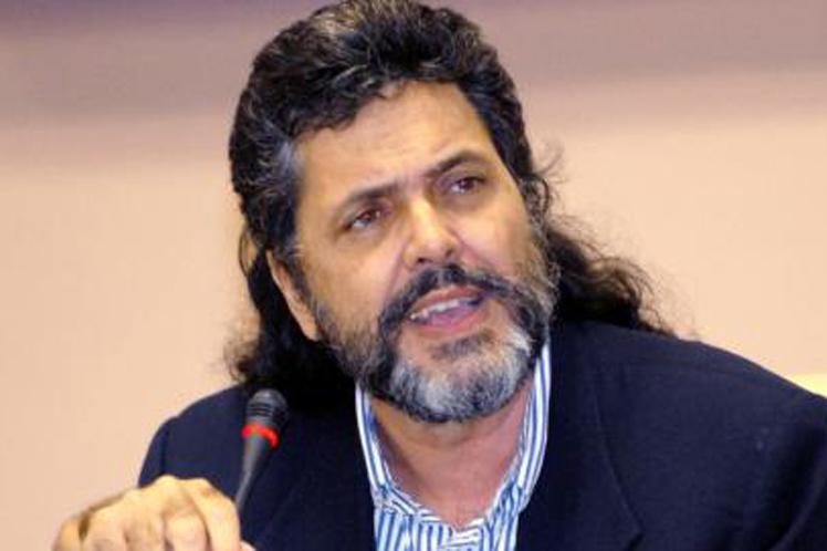 Abel Prieto instó a trabajar porque en los medios de comunicación la hegemonía la tengan las manifestaciones artísticas de mayor calidad. (Foto: PL)