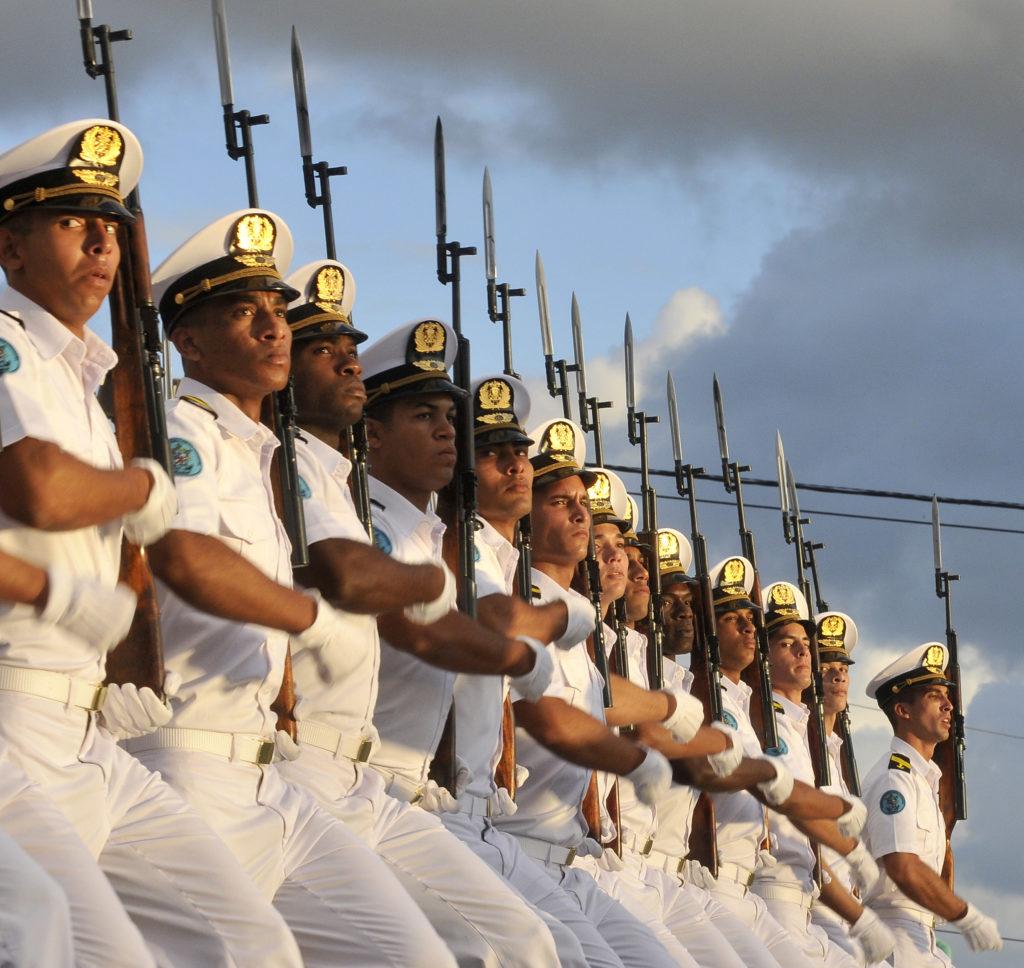 cuba, fuerzas armadas revolucionarias, far, raul castro, fidel castro, marcha del pueblo combatiente, revista militar