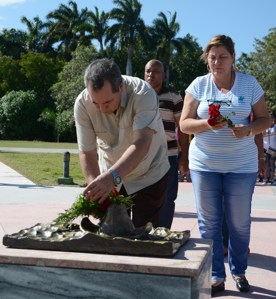 Las principales autoridades de la provincia se sumaron al homenaje. (Foto: Oscar Alfonso / ACN)