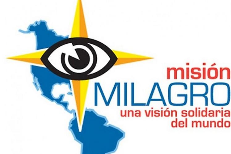 Central de Trabajadores de Cuba entrega Bandera Proeza Laboral a la Misión Milagro