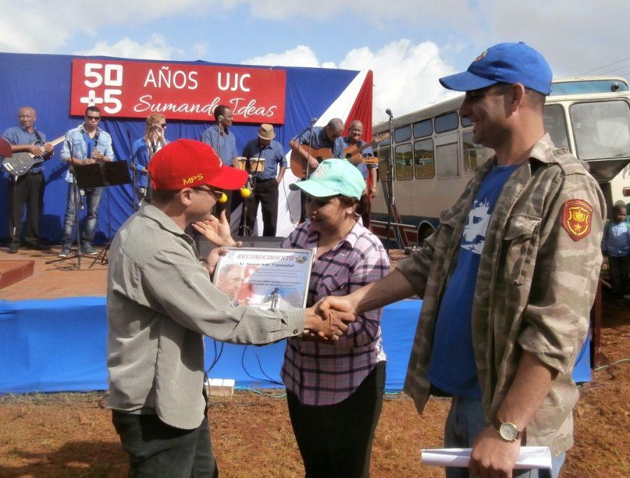 sancti spiritus, 4 de abril, union de jovenes comunistas, ujc, frijoles, agricultura
