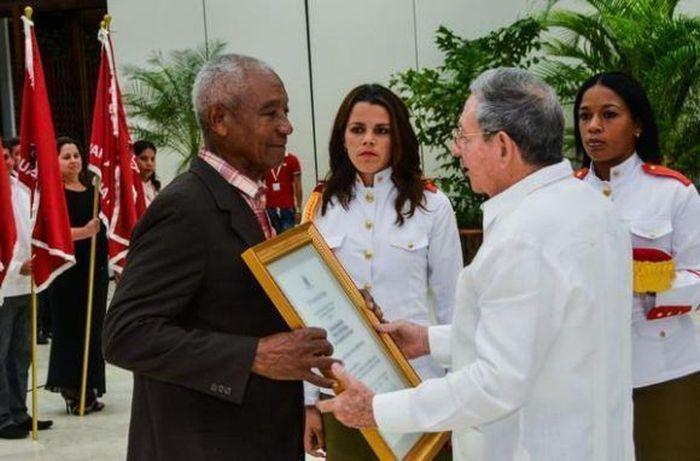 cuba, raul castro, heroe del trabajo de la republica de cuba, dia del proletariado mundial, dia internacional de los trabajadores, ctc
