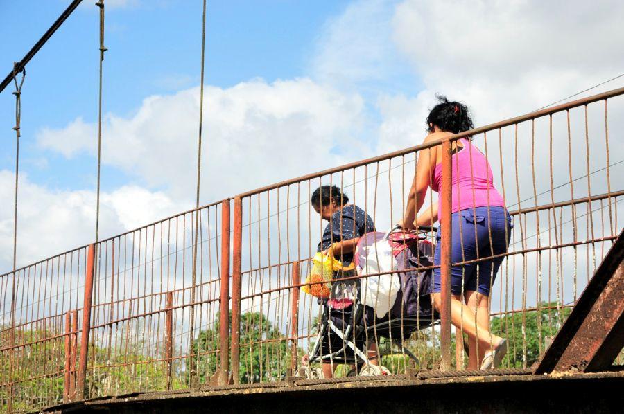 Agabama, paso peatonal, puente