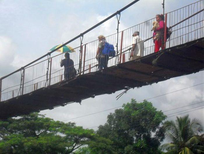 Agabama, paso peatonal