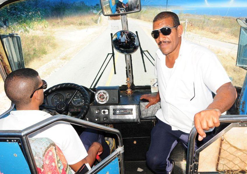 Transporte, pasajeros, Hino, Colmillo blanco, Sancti Spíritus, Cuba