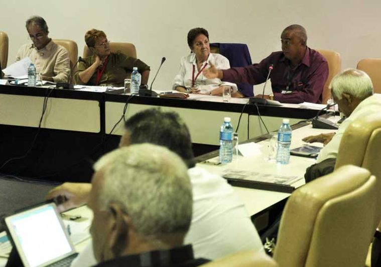 Aprueba parlamento documentos que reafirman socialismo en Cuba