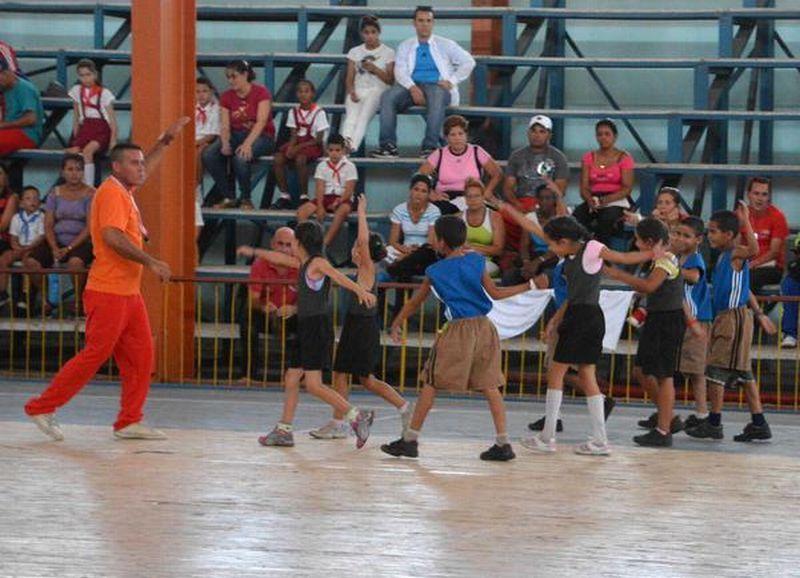 sancti spiritus, educacion fisica, profesores de educacion fisica, eide provincial lino salabrarria