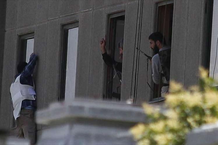 Arrestados 41 supuestos miembros del ISIS tras los atentados de Teherán
