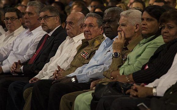 Raúl Castro, Rusia, Revolución de Octubre