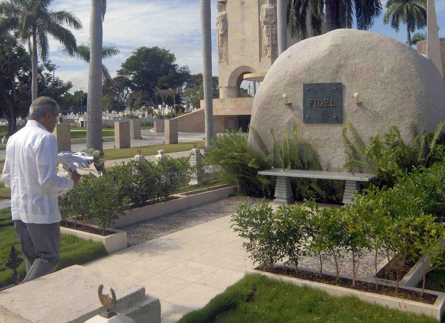 cuba, fidel castro, santiago de cuba, oscar lopez, cementerio santa ifigenia