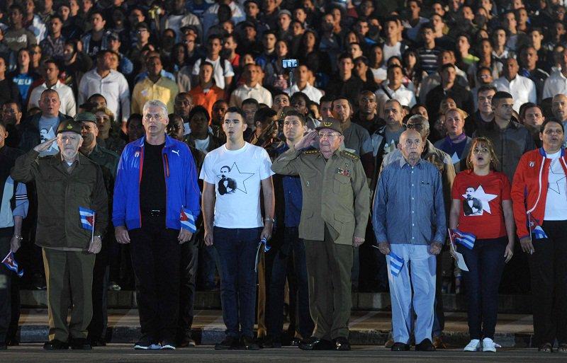 Raúl Castro, José Martí, antorchas, homenaje
