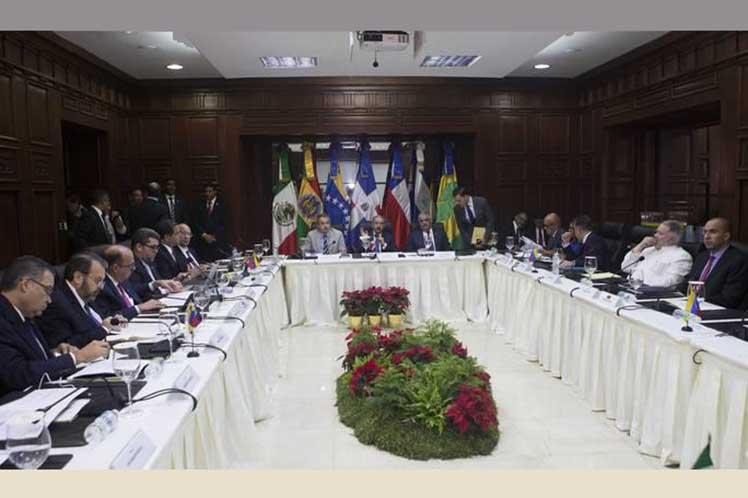 Canciller chileno pone en duda la continuidad del proceso de diálogo venezolano