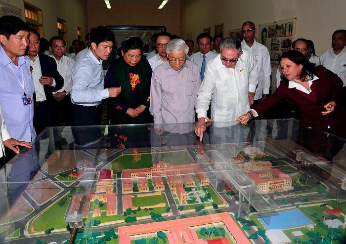 cuba, vietnam, cementerio santa ifigenia, partido comunista de vietnam, fidel castro, raul castro
