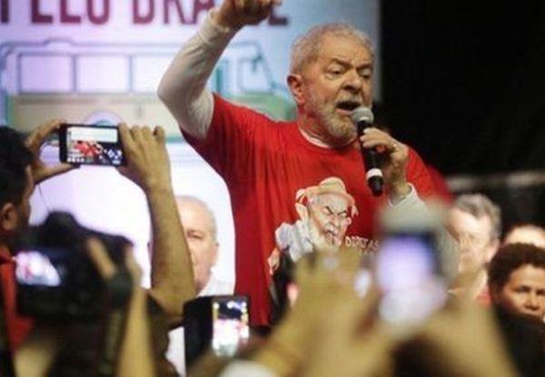 El Papa le regaló un rosario a Lula