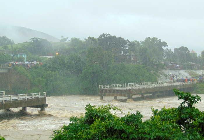 sancti spiritus, intensas lluvias, rio zaza, zaza del medio, inundaciones, viales