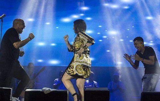 aLa lluvia no pudo impedir concierto en La Habana de Gente de Zona y Laura Pausini, al que asistió Díaz Canel