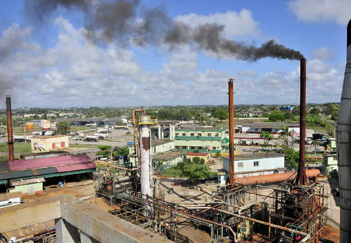 Oil refinery production restarts after rehabilitation in central Cuba