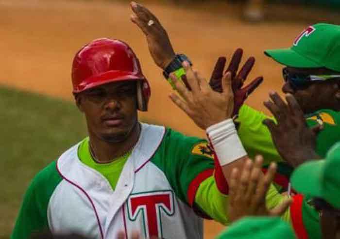 Béisbol, Gallos, Las Tunas, Yosvani Alarcón