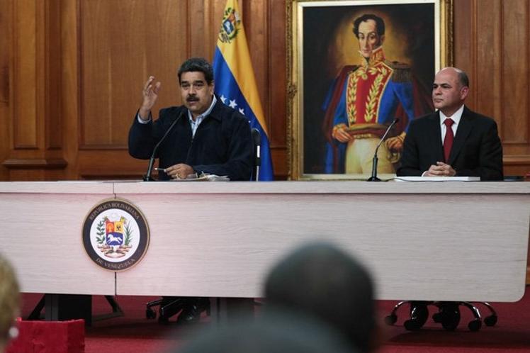 Venezuela firma acuerdos para aumentar producción petrolera