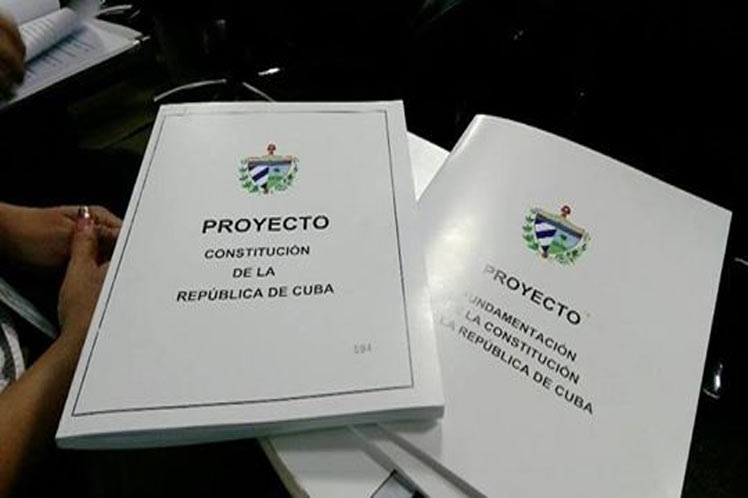 Cuba, colaboradores, salud, Constitución