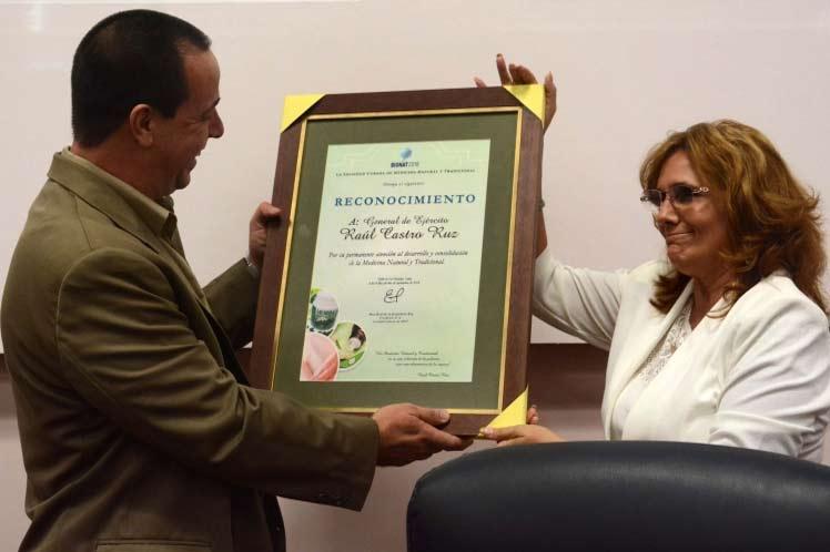 Raúl Castro, Medicina natural y tradicional