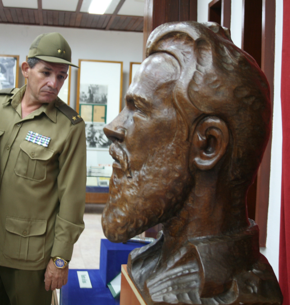 Camilo Cienfuegos, homenaje, Yaguajay, busto
