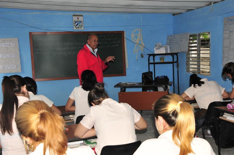 Aseguran continuidad de estudios en Camagüey para graduados de noveno grado