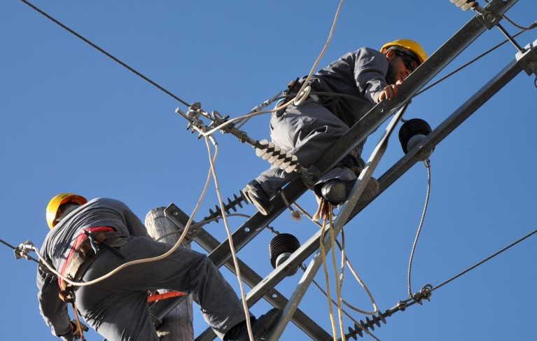 Se mantienen trabajadores del sector eléctrico en Granma entre los más destacados del país