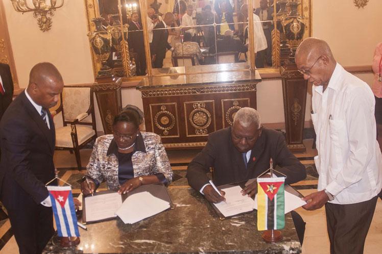 Cuba, Mozambique, parlamento