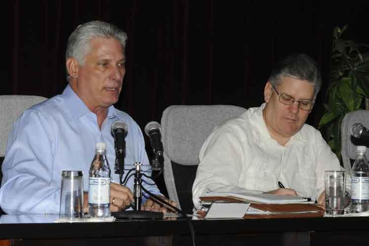 De acuerdo con Díaz-Canel, urge potenciar las exportaciones y las inversiones extranjeras directas. (Foto: PL)