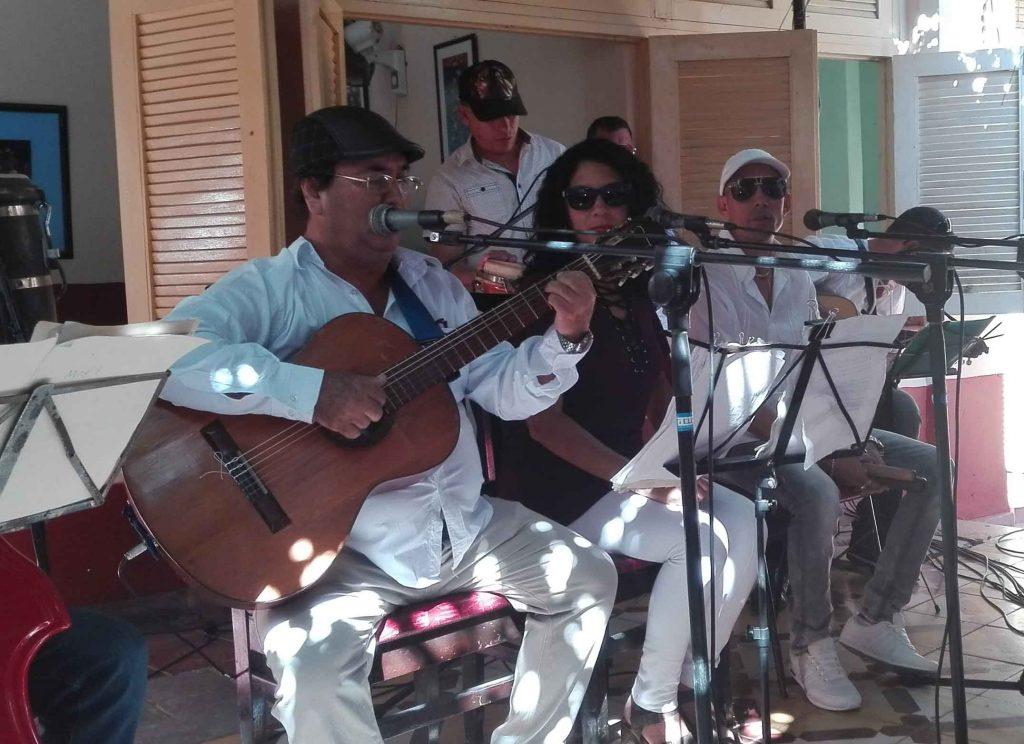 Carlos Manuel Borroto y parte de los músicos de Magaly y su jugada ofrecieron un espectáculo para el cierre.