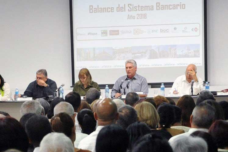 Las medidas em aplicación están relacionados con la actividad bancaria y financiera, asegura Maduro. (Foto: PL)