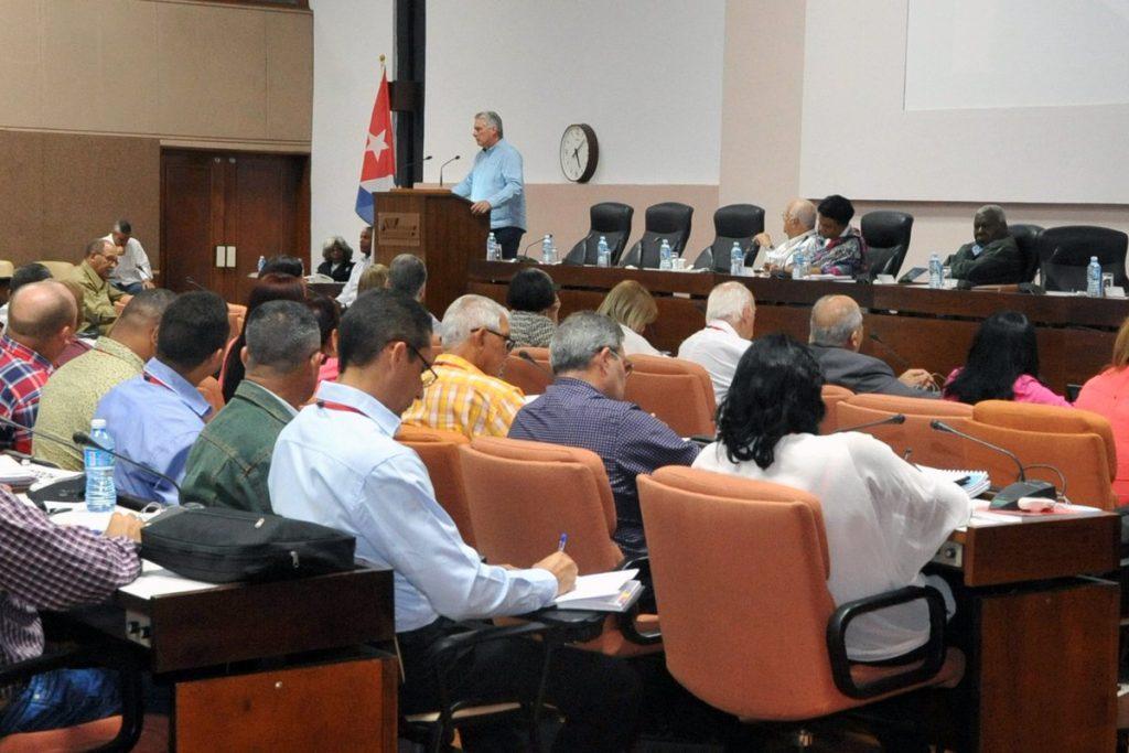 Díaz-Canel participó en el encuentro con autoridades de las asambleas provinciales y municipales del Poder Popular. (Foto: @PresidenciaCuba)