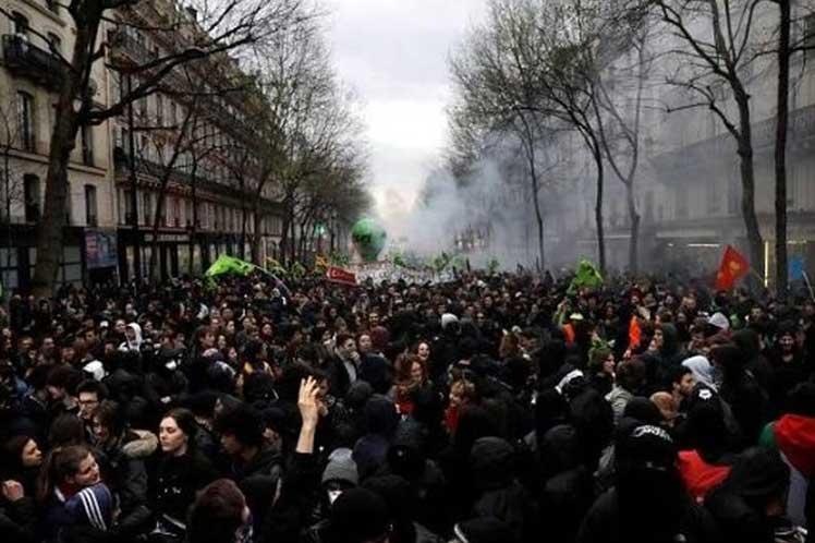 Crecen protestas en Francia ante reforma de jubilación anunciada por el Gobierno