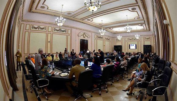 Eusebio Leal explicó la propuesta de Ley de Símbolos Nacionales. (Foto: @AsambleaCuba)